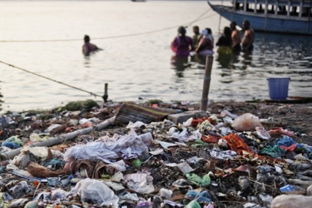 India Government orders closures of 150 industrial units for polluting Ganga river, includes pulp and paper mills