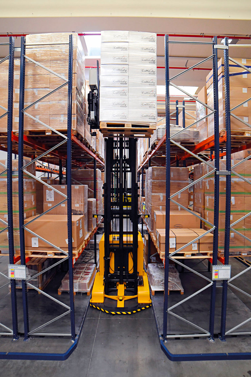 Handled material are loaded/de-loaded in any type racking structure: Conventional, Drive in, Live storage by means of roller track (FIFO first-in/first-out or LIFO last-in/first-out). Mobile structural compact pallet rack.